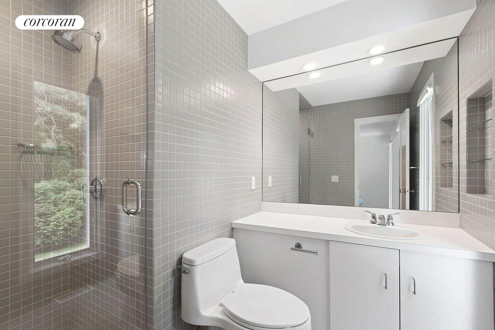 43 Westwood Road, Guest Bathroom
