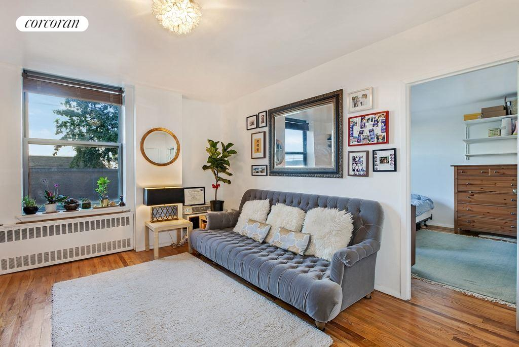 689 FORT WASHINGTON AVE, 4K, Plenty of Light and hardwood floors throughout