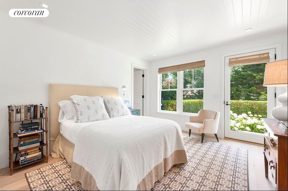 Guest bedroom 1 of 4