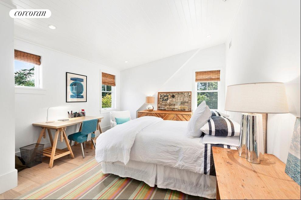 Guest bedroom 2 of 4
