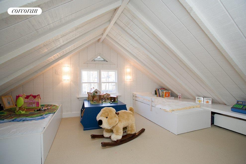 Adorable playroom/bunkroom