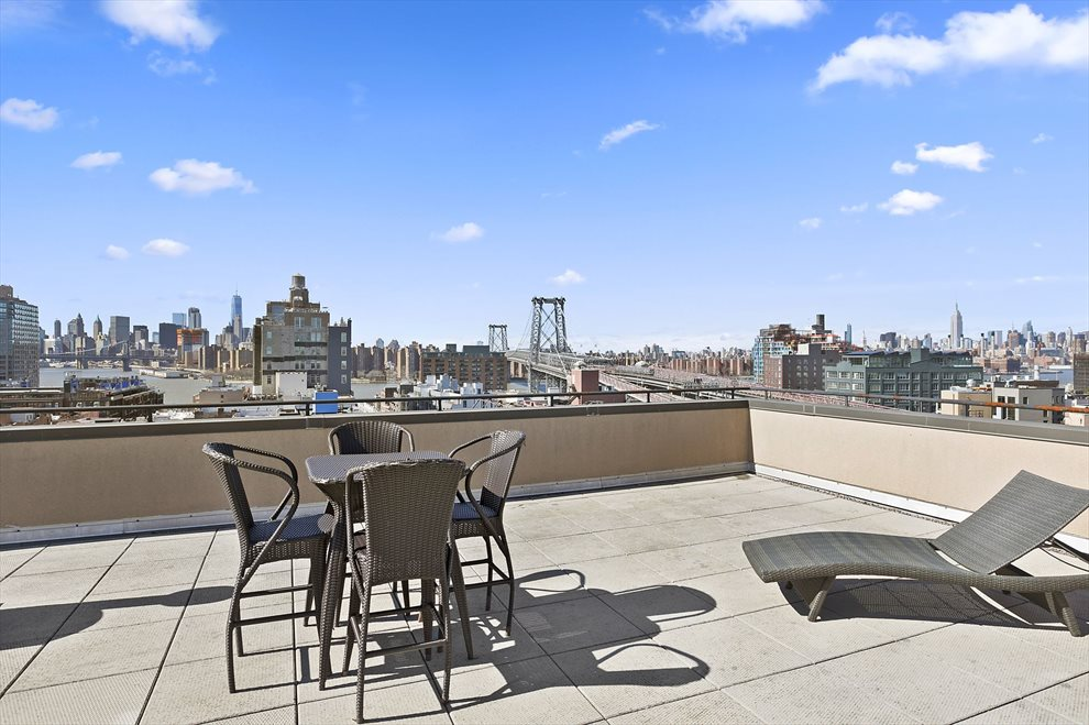 Glorious common roof deck