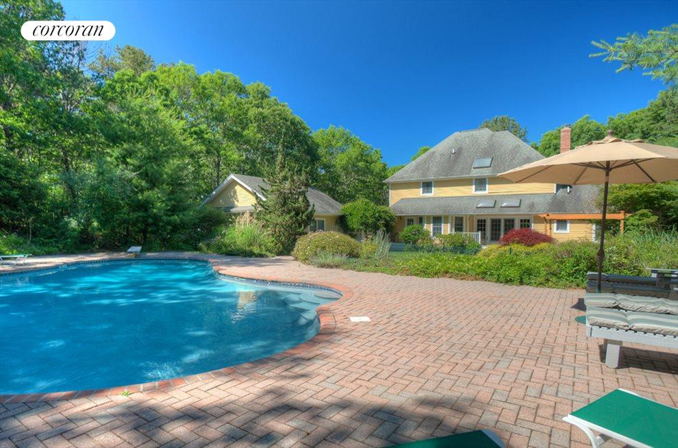 Very private pool & patio