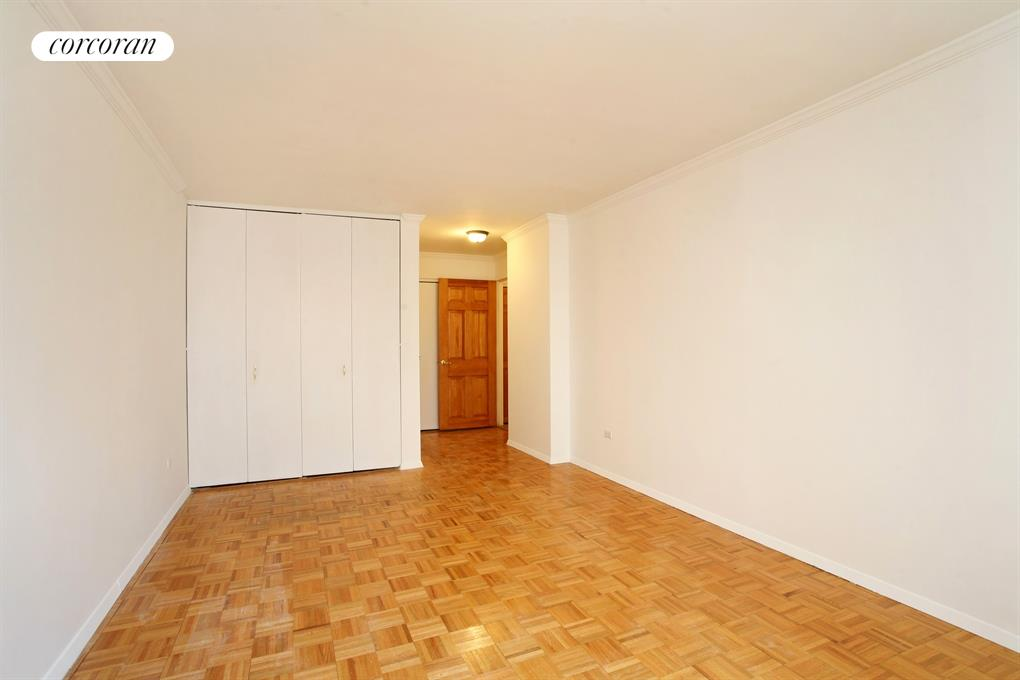 2 SOUTH END AVE, 9G, Living Room / Dining Room