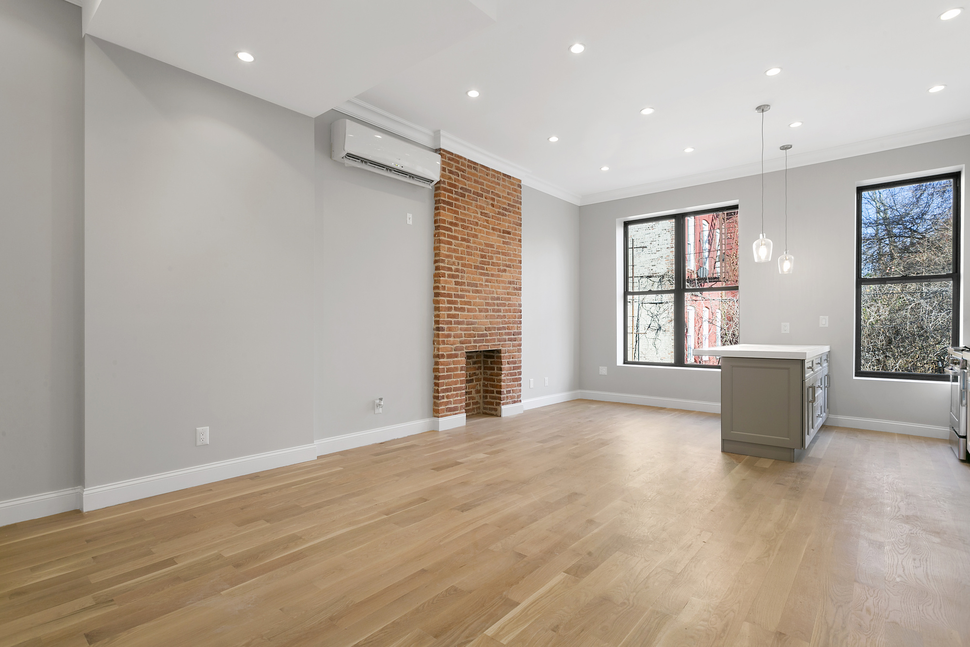 91 Saratoga Avenue, Open living/dining room