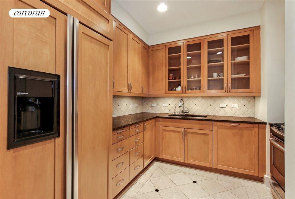 Large Square Shaped Renovated Kitchen