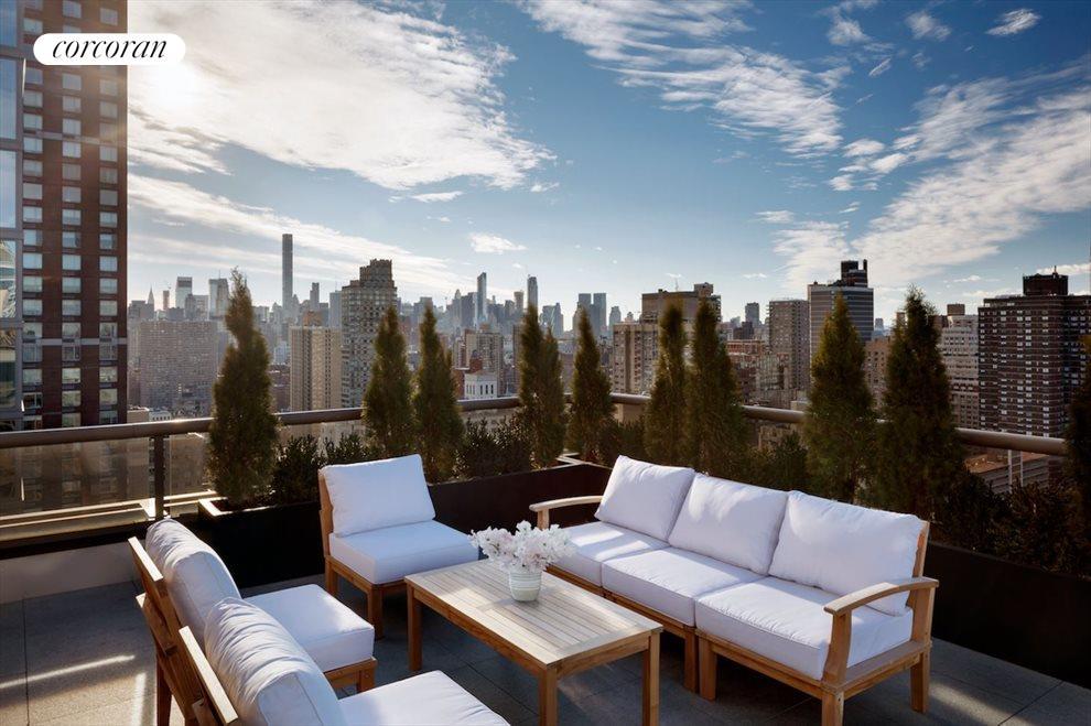Southwest terrace w/ Empire State Bldg views