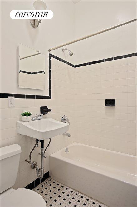 Original tiles with soaking tub