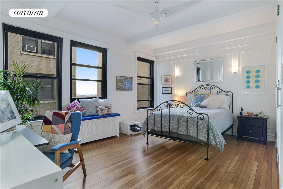 Huge bedroom...