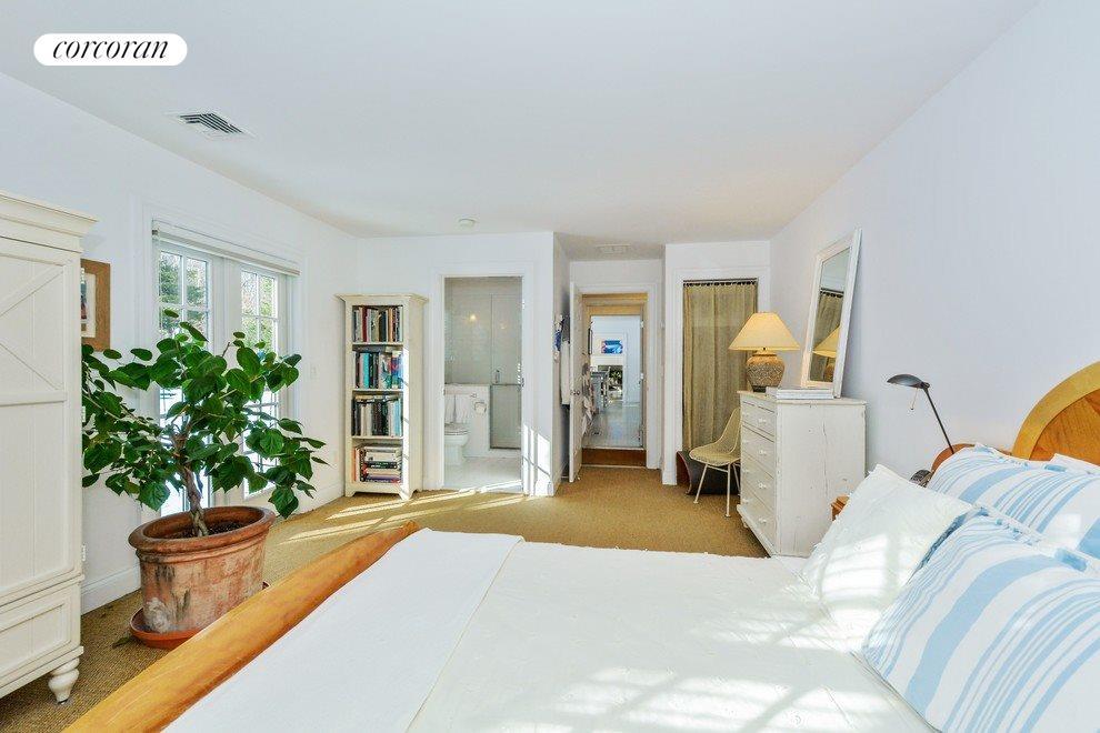 1st floor ensuite bedroom