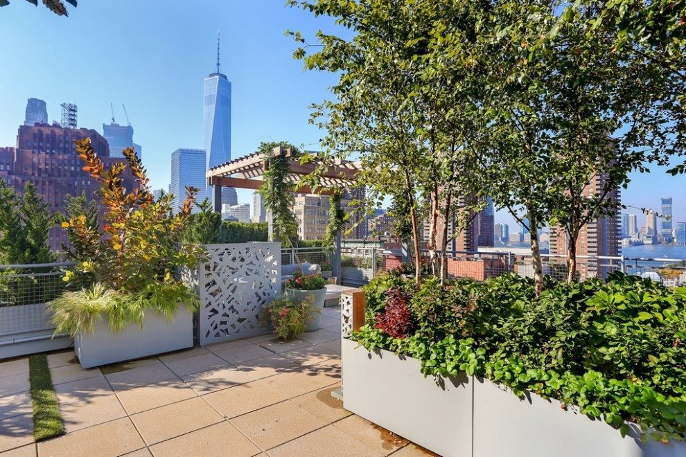 Landscaped and furnished common Roof Terrace