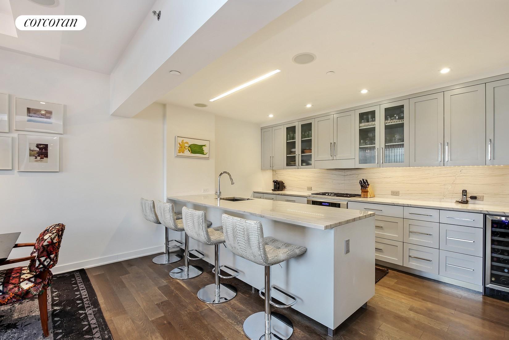 205 Water Street, 7FG, Living Room