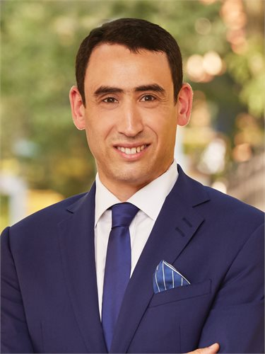 Gabriel Minsky, a top realtor in New York City for Corcoran, a real estate firm in Chelsea/Flatiron.