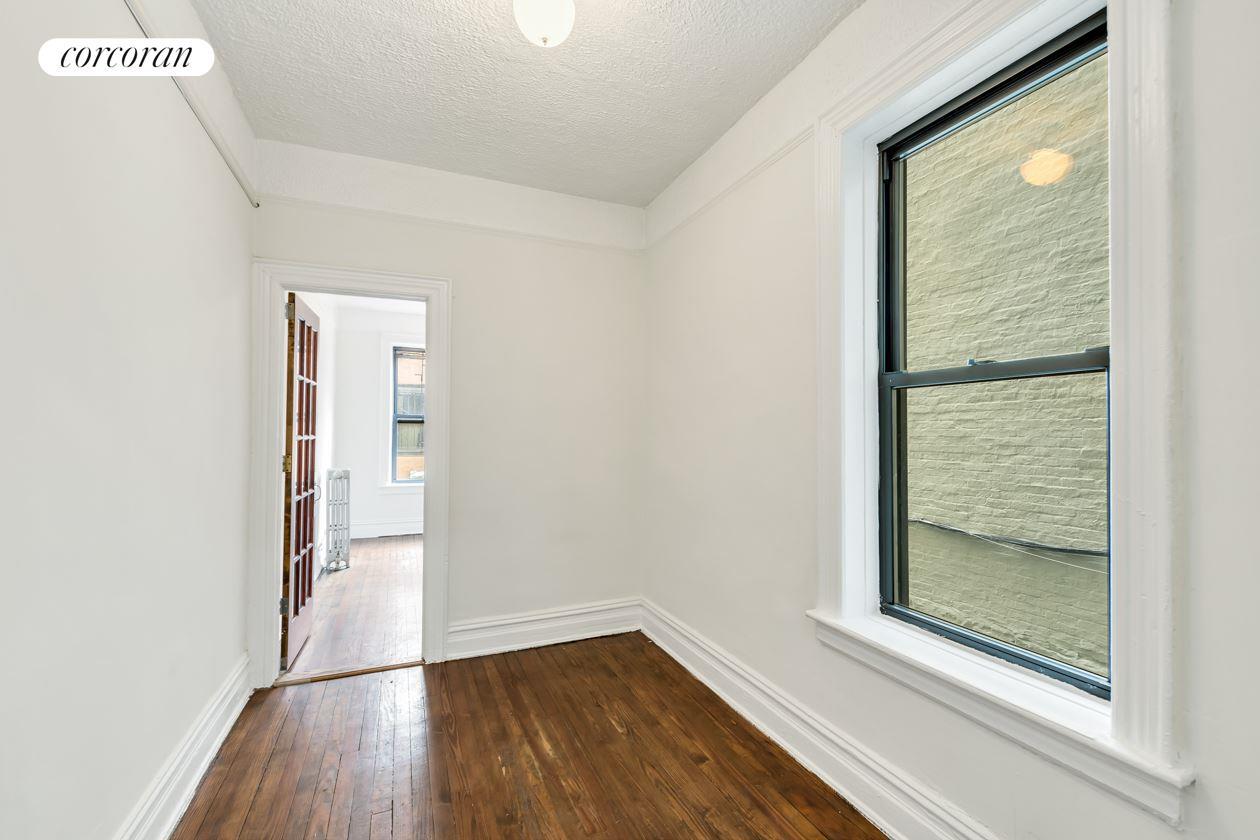28 07 38th Street, R1, Living Room