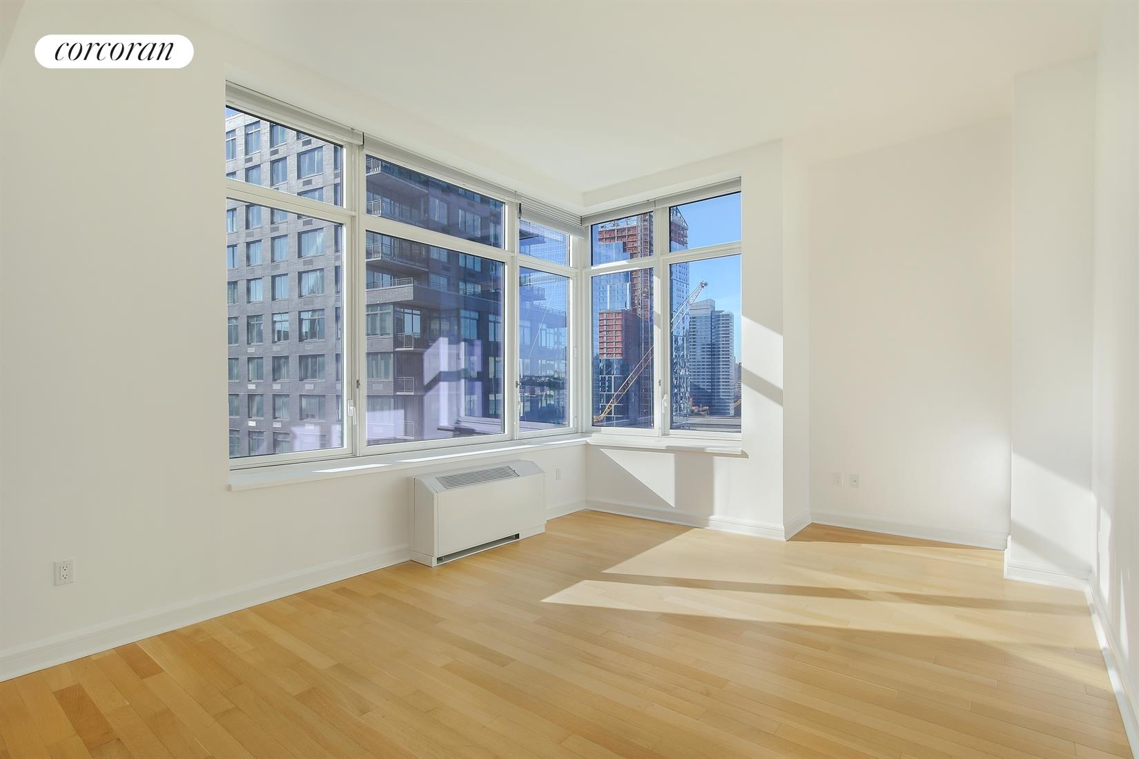 80 Riverside Blvd, 19D, Oversized Living Room with Sweeping River Views