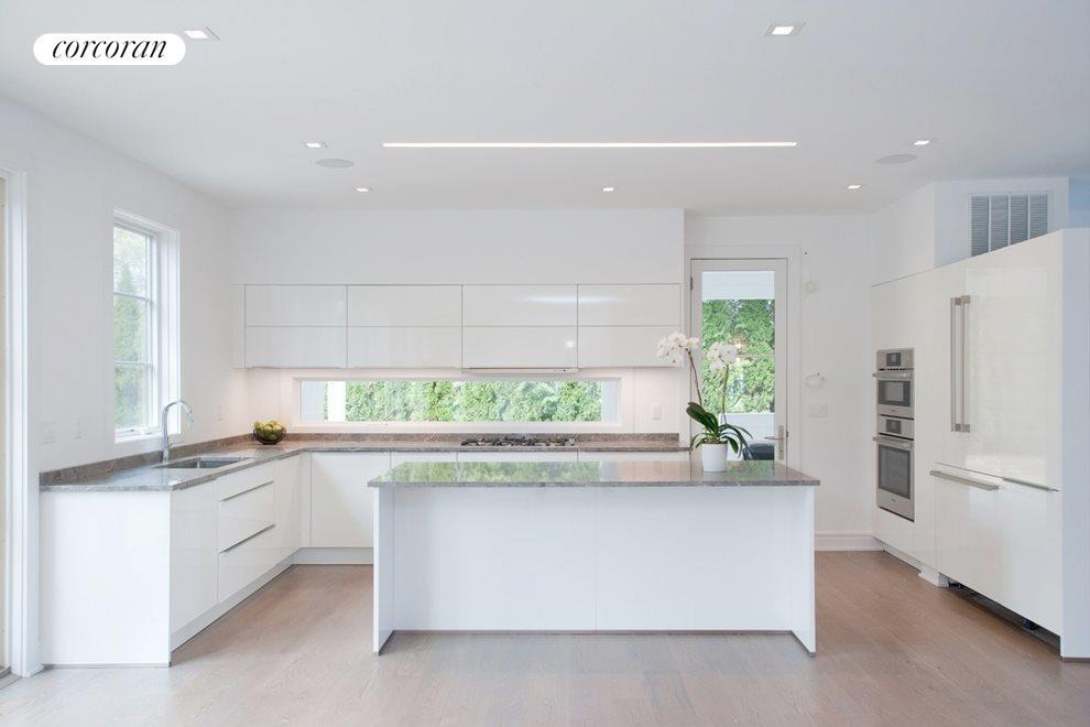 Leicht cabinets in stunning modern kitchen