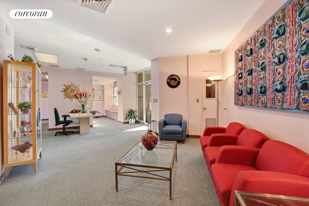 New York City Real Estate | View 200 East End Avenue, #A | Waiting room