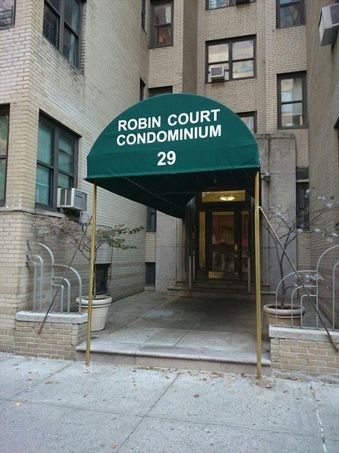 Robin Court Entrance