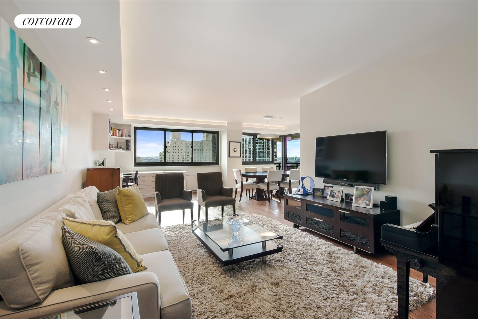 1725 York Avenue, 18F, Extra Large Livingroom with River views