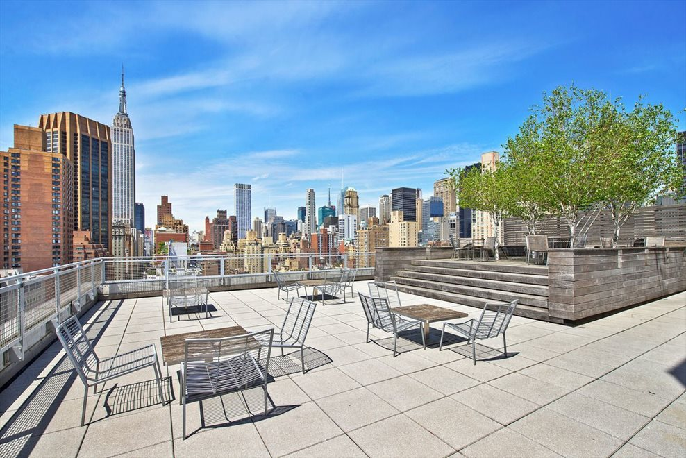 Roof deck w/ Empire State Building views
