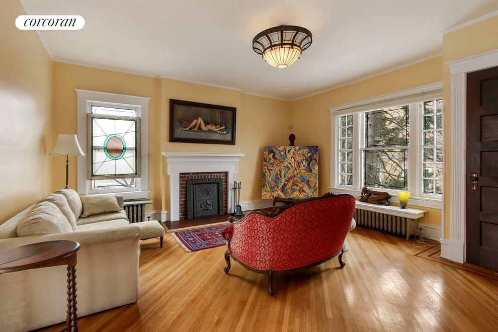 Living or bedroom with fireplace