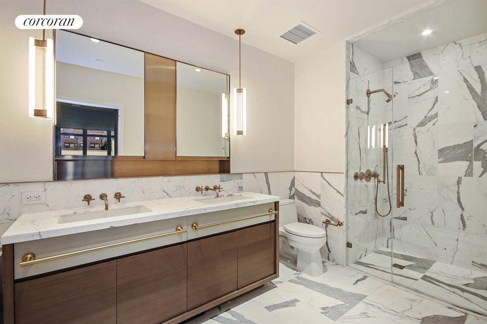 Huge Master Bath w/ Shower and Tub