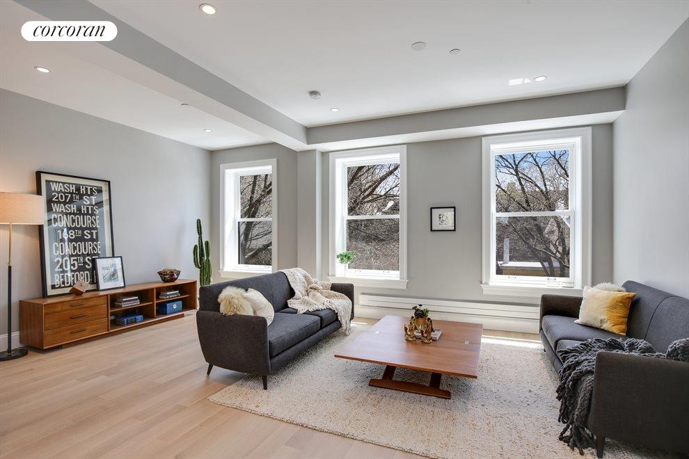 Living Room with extra high ceiligs