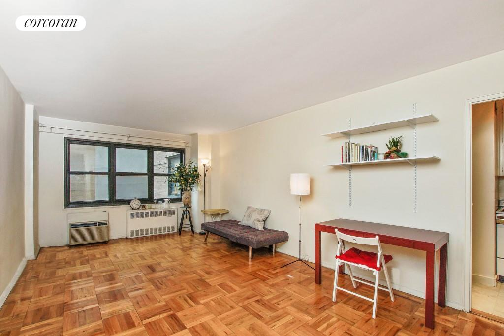 240 East 76th Street, 4W, Living Room