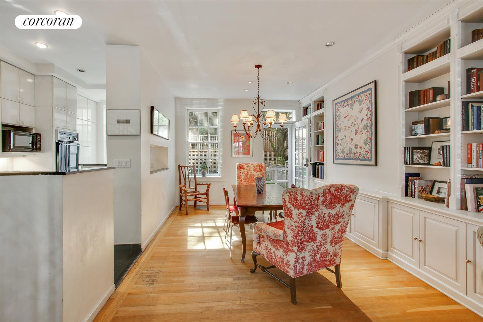 45 Willow Place, Bright, open parlor floor