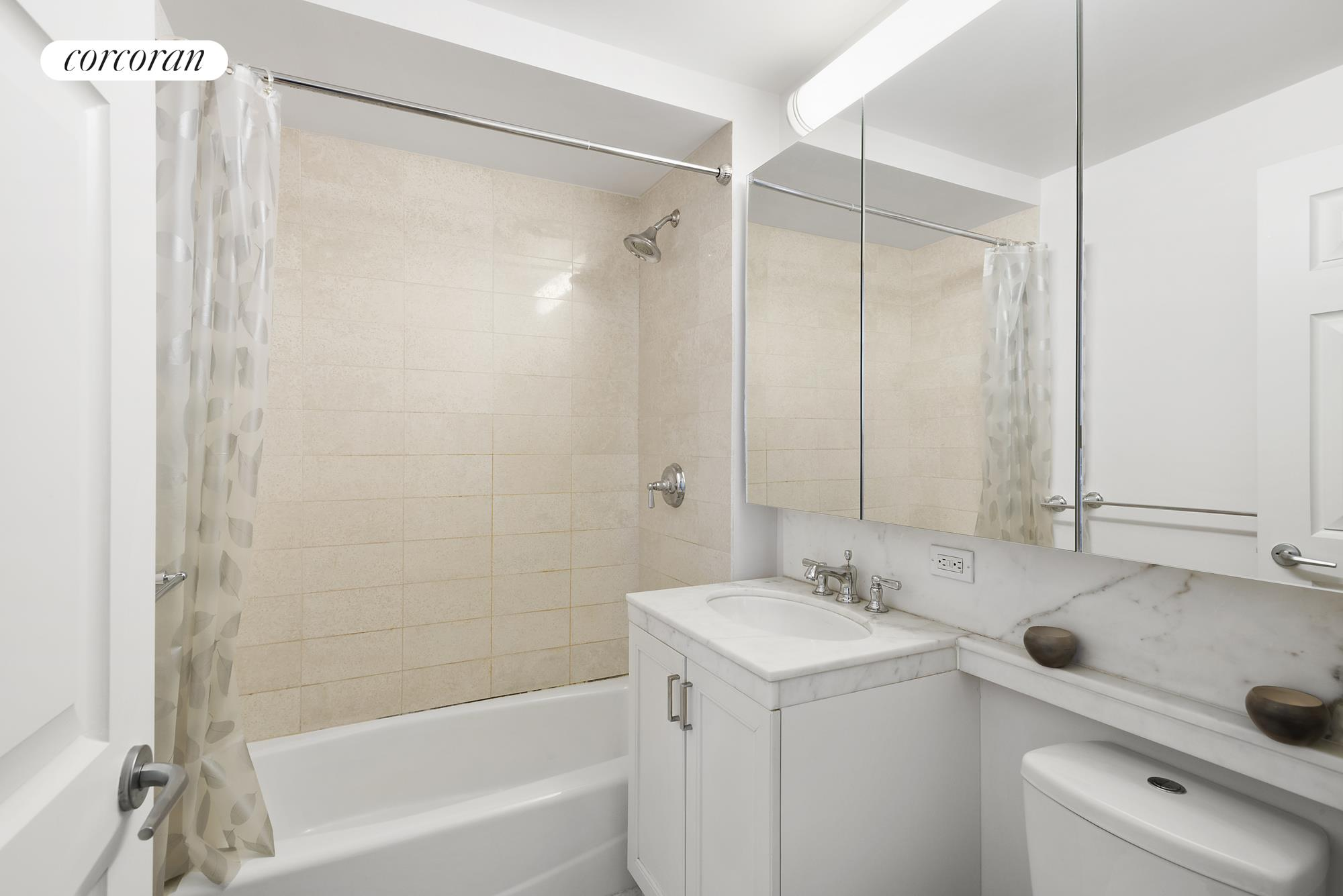 205 East 85th Street, 8A, Luxurious materials and finishes