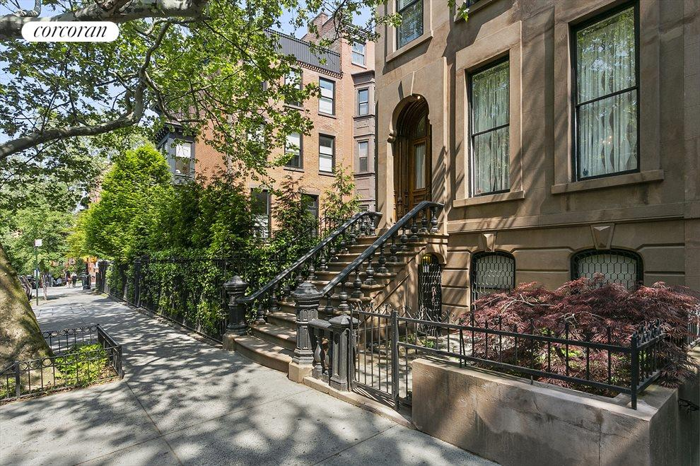 Brownstone condo in the heart of Brooklyn Heights