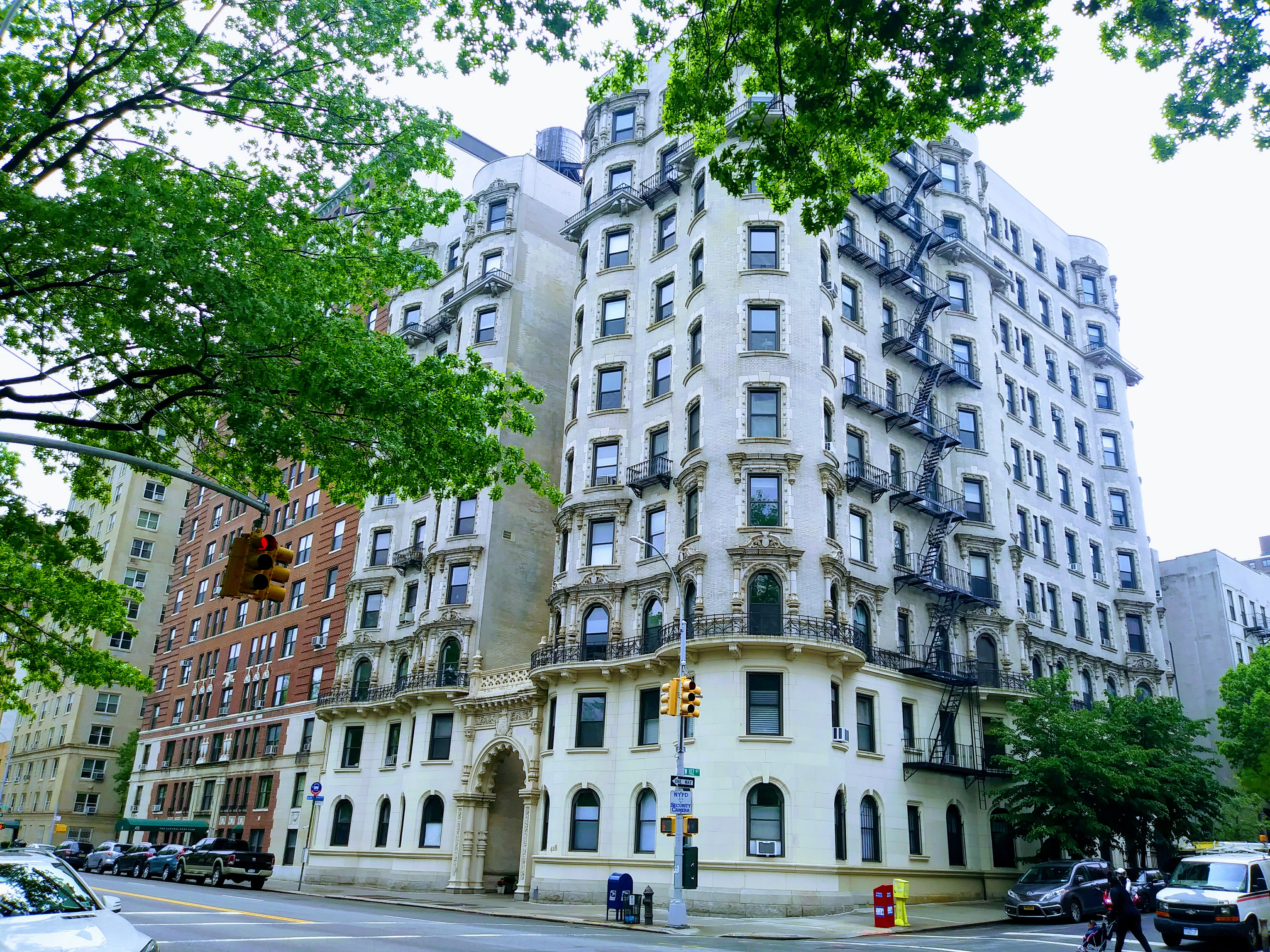 418 Central Park West, 3, Large windows; high ceilings