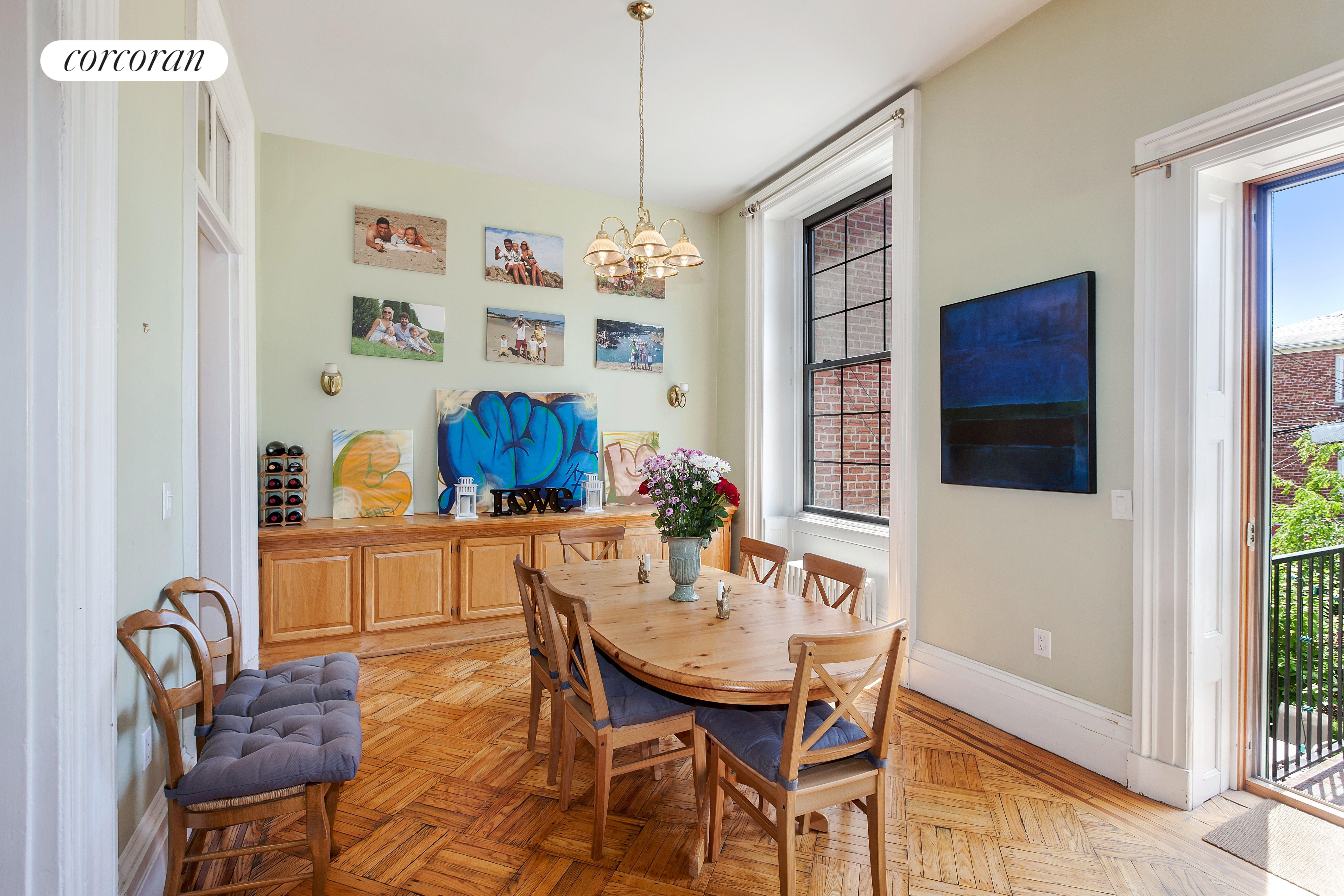 112 2nd Place, high ceilings and decorative molding throughout