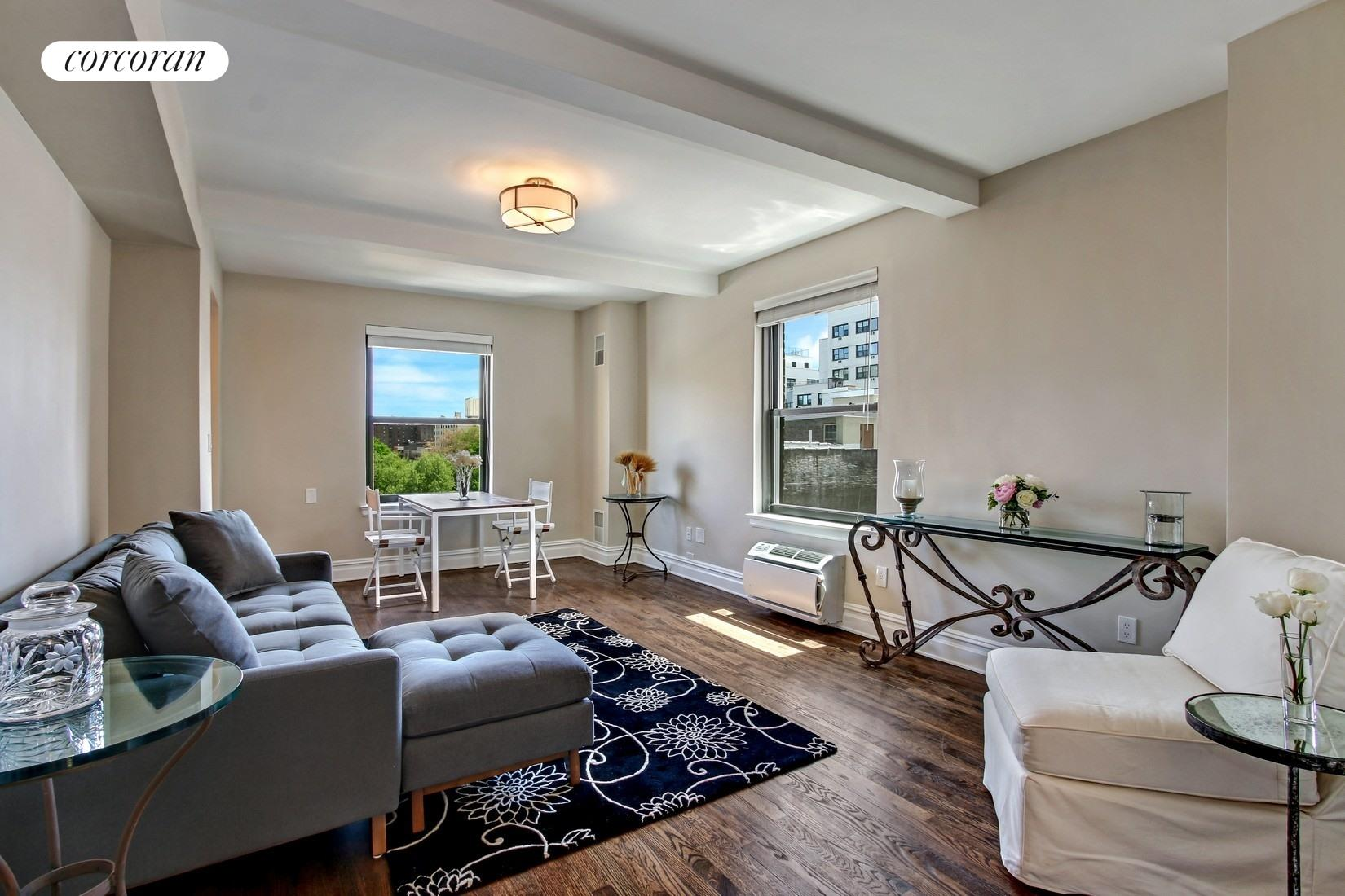 200 East 16th Street, 8DE, Living Room
