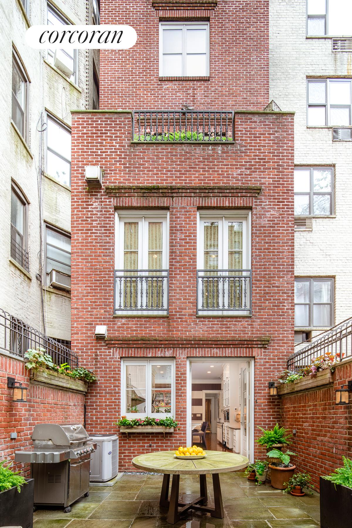 5 West 87th Street, Building Exterior