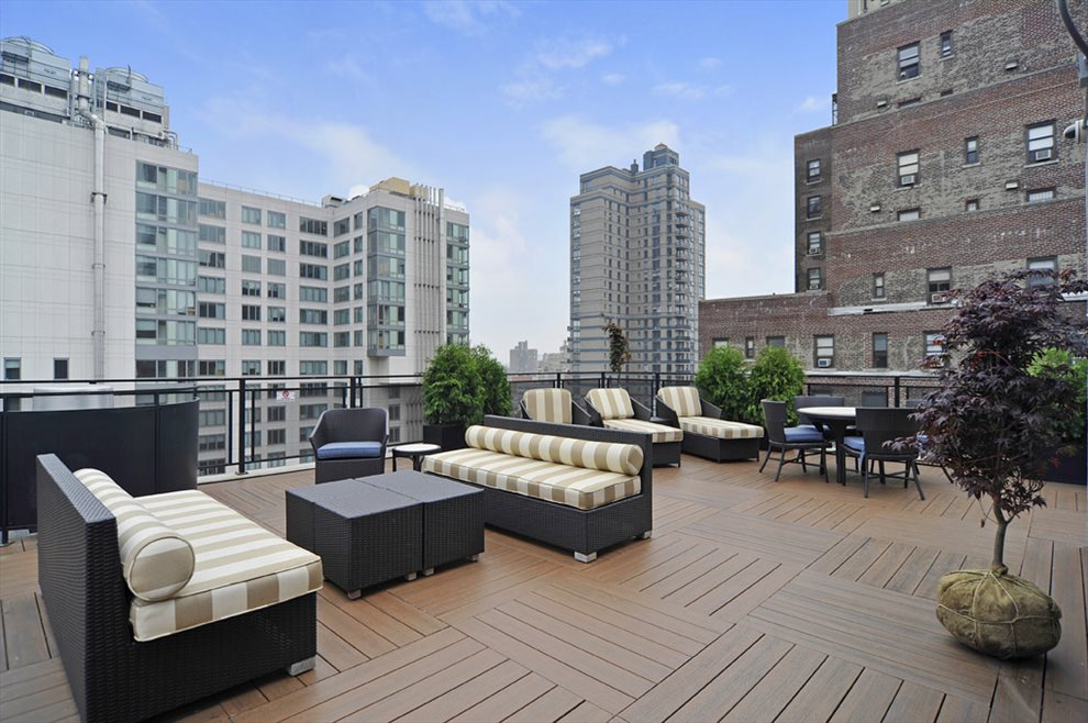 Furnished roof deck with BBQ