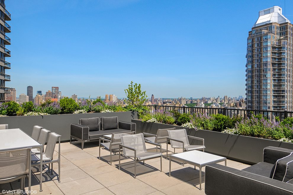 200 E 62  | 200 East 62nd Street | room 7