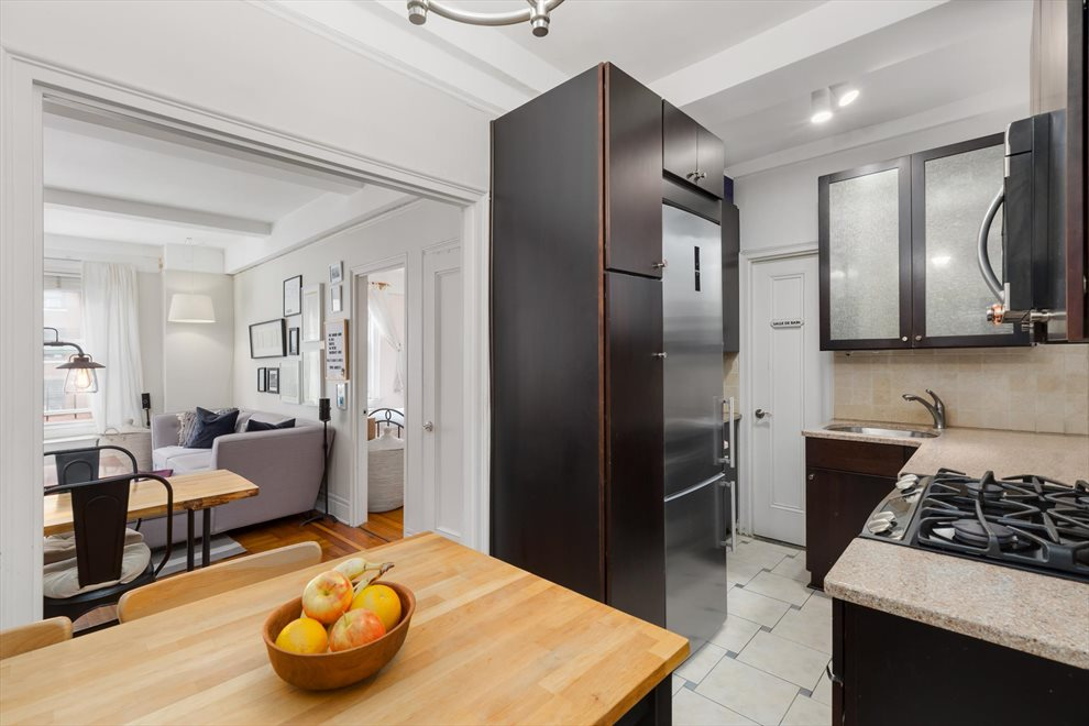 New York City Real Estate | View West 72nd Street | room 2