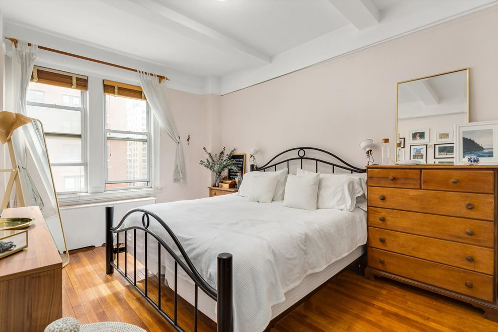 New York City Real Estate | View West 72nd Street | room 3