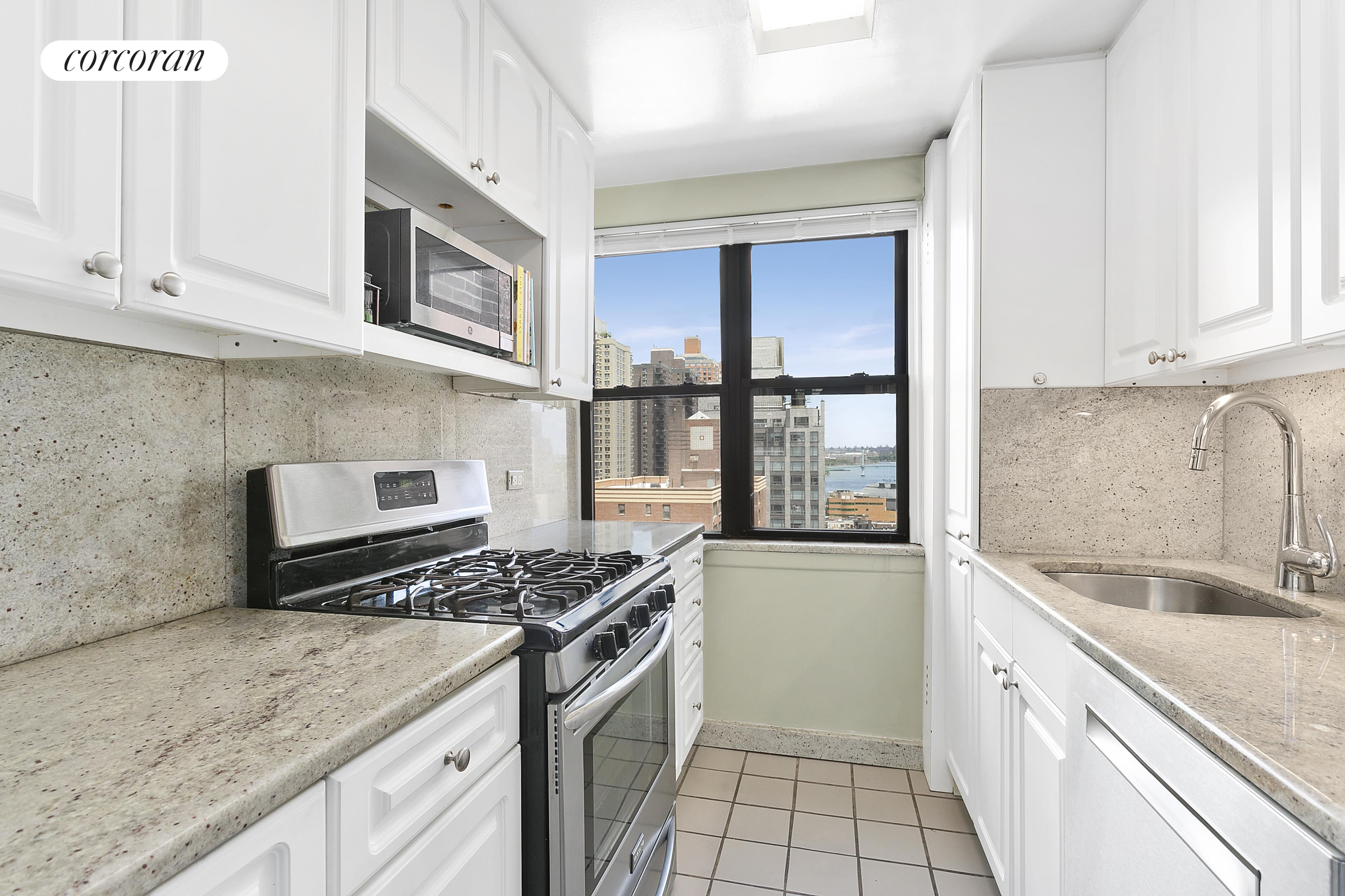 510 East 86th Street, 20B, Open North River Views