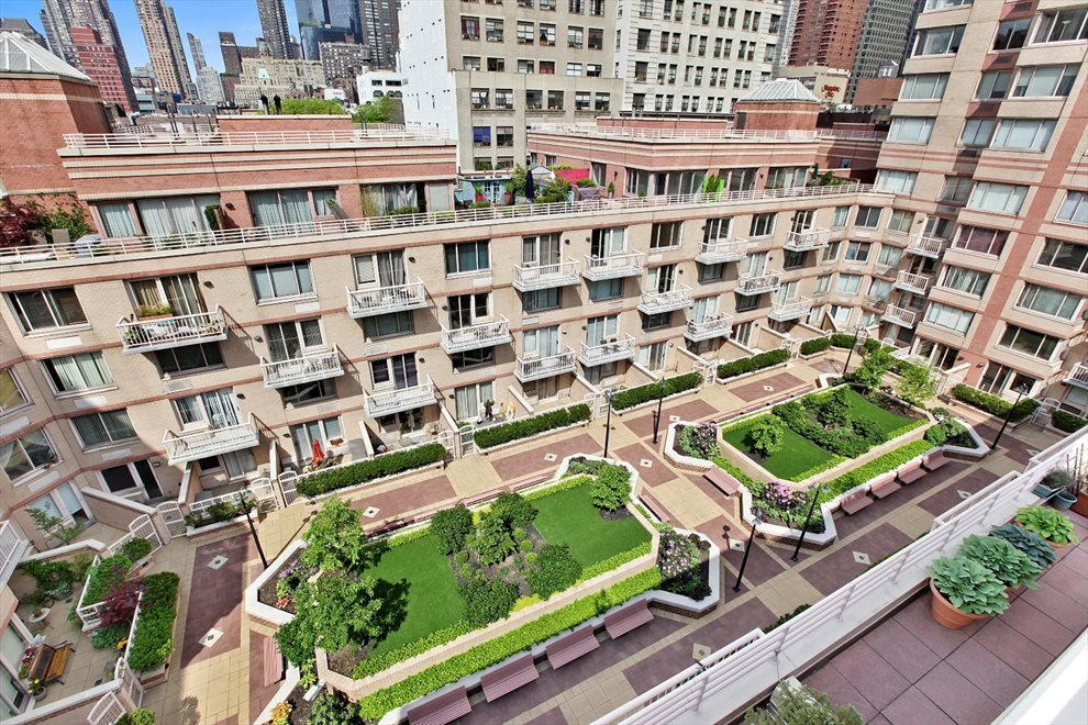 Worldwide Plaza Apartment Building | View 350 West 50th Street | Courtyard