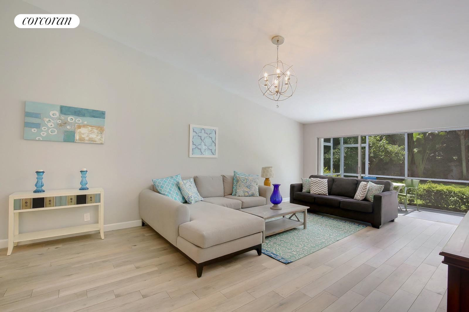 27 Harbour Drive S, Living Room