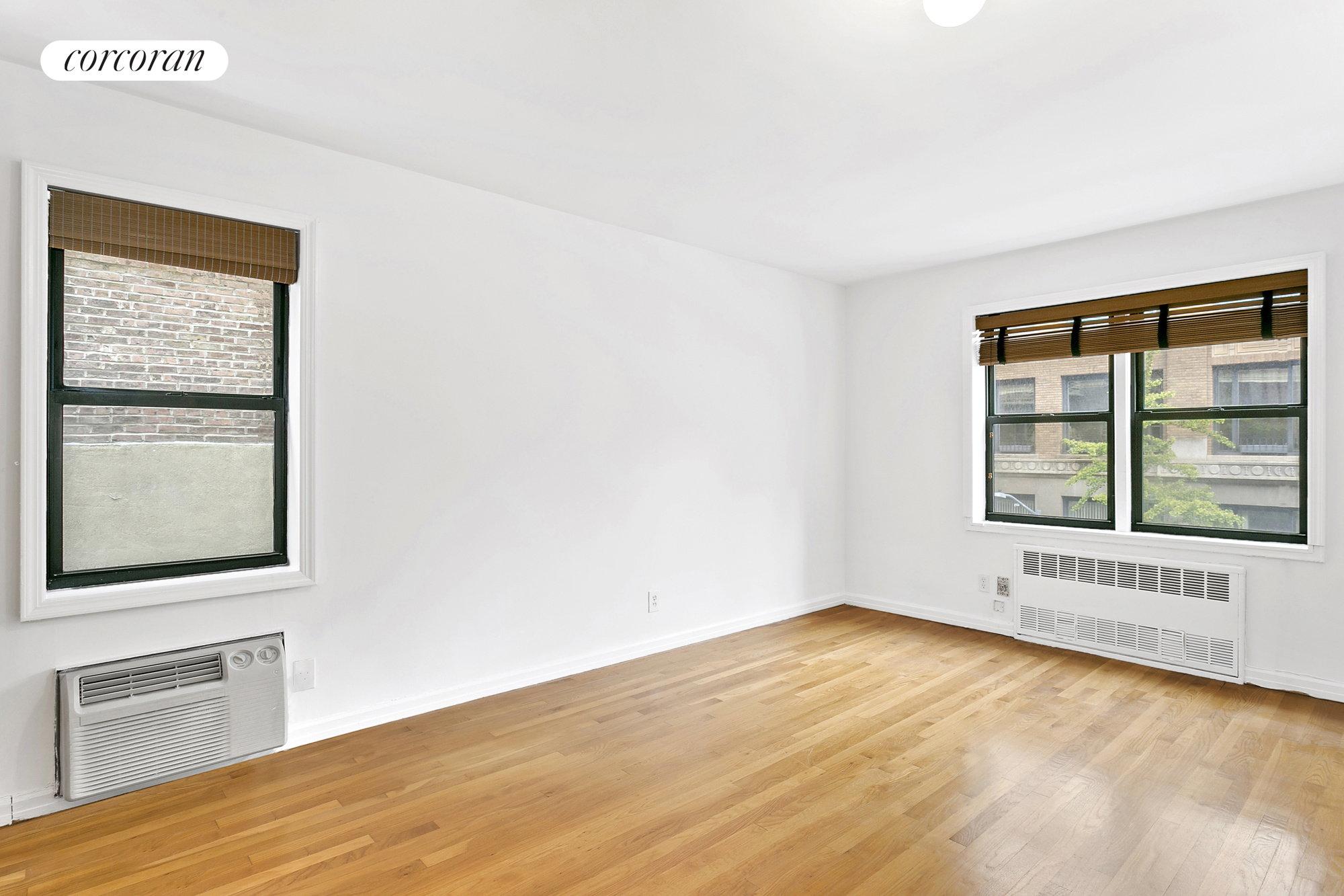 140 Seventh Avenue, 4D, Extra Large Living Room
