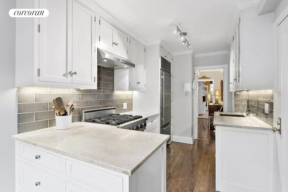 What a great kitchen to work in!