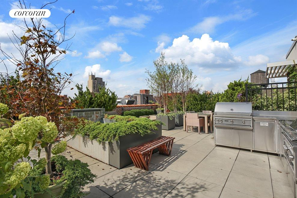 Condo's Roof Deck including 2 Gas grills