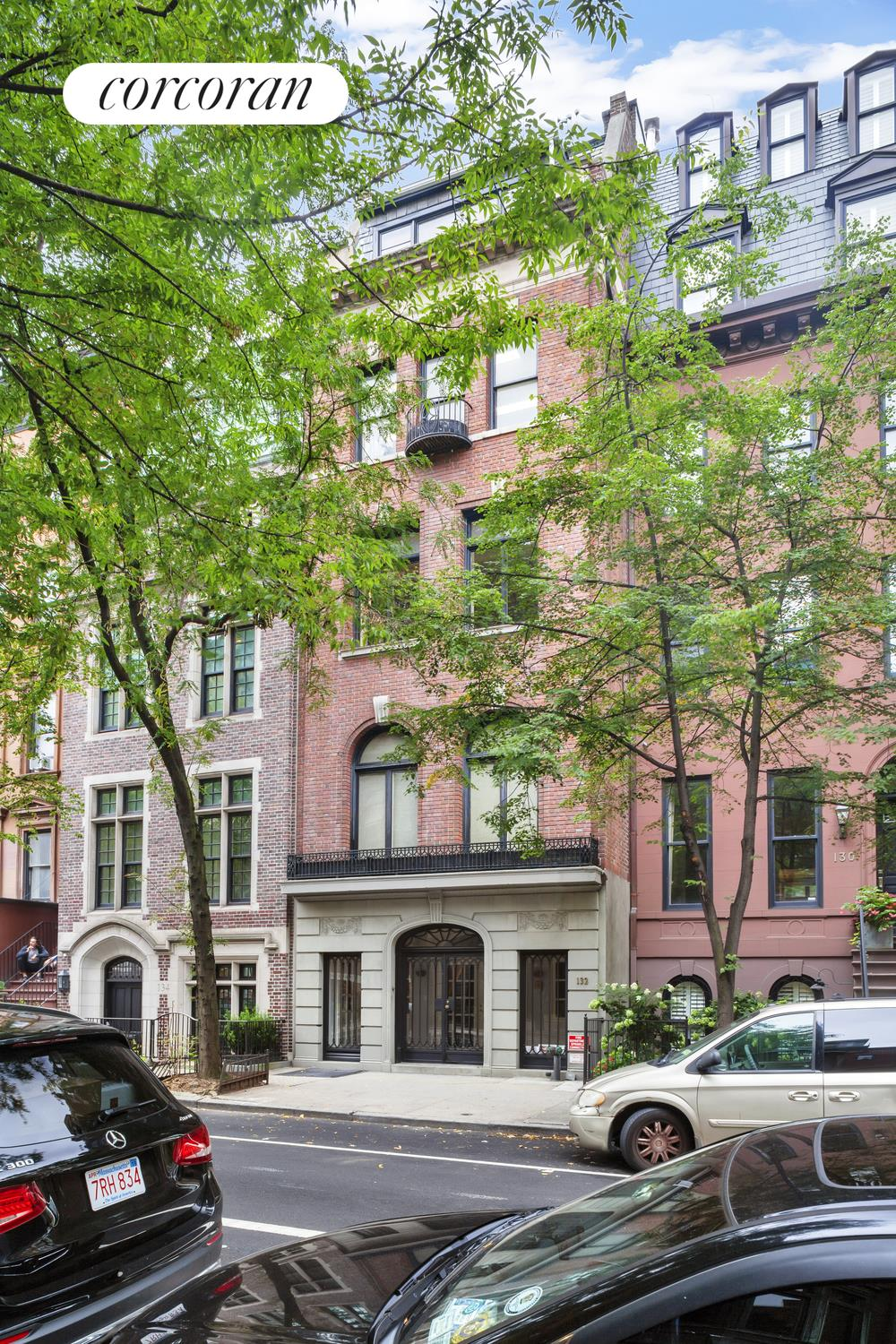 132 East 70th Street, Building Exterior