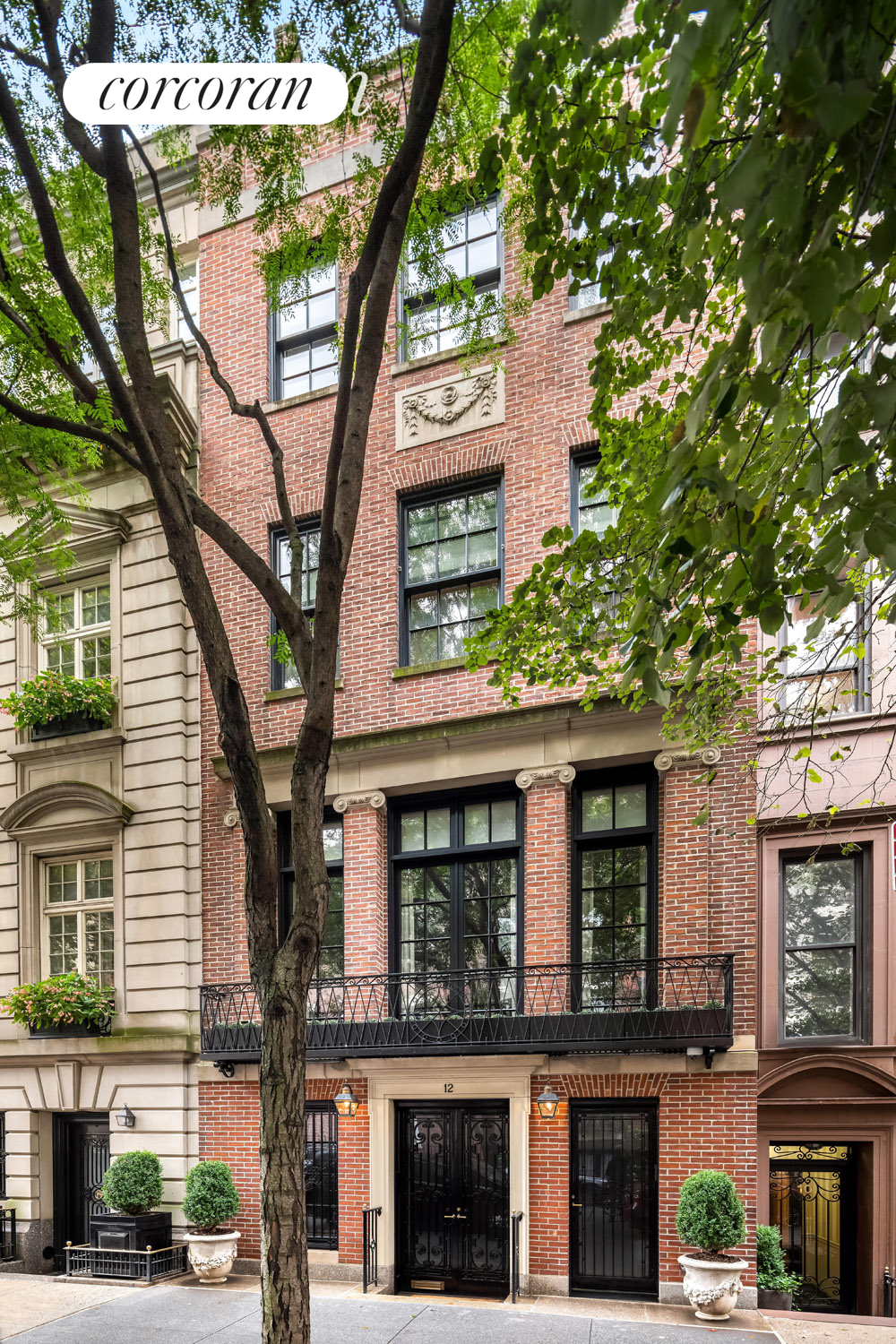 12 East 81st Street, Building Exterior