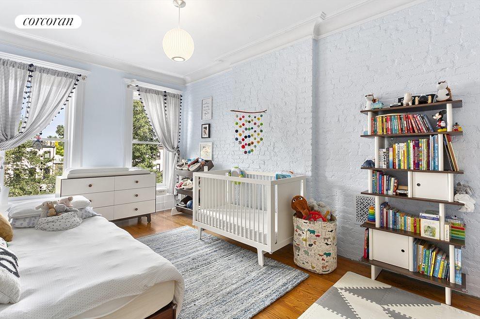 Bedroom with walk-in closet, en-suite bath