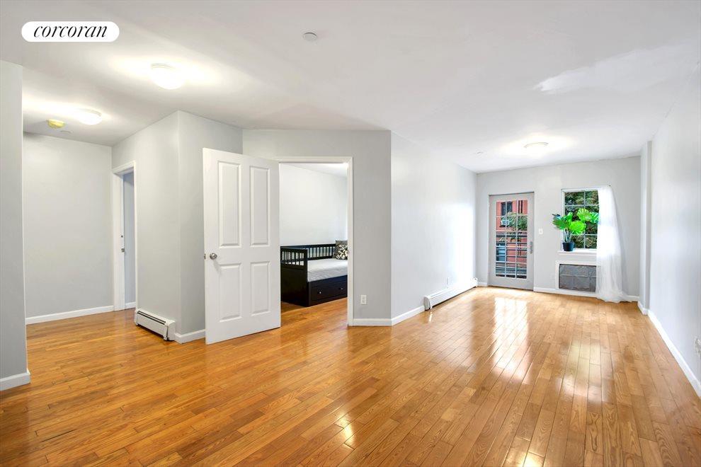 Access your oversize balcony via livingroom