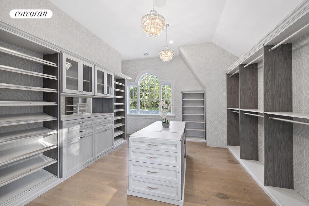luxury closet /dressing room